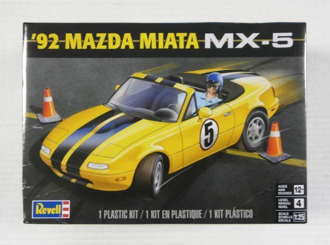 REVELL 1/25 4432 1992 MAZDA MIATA MX-5