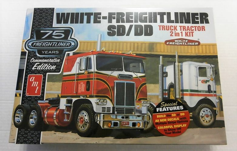 AMT 1/25 1046 WHITE-FREIGHTLINER SD/DD - TRUCK TRACTOR 2 IN 1 KIT