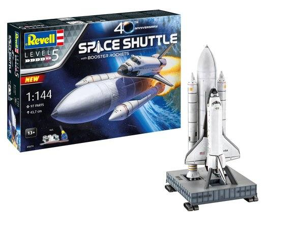 REVELL 1/144 05674 SPACE SHUTTLE WITH BOOSTER ROCKETS